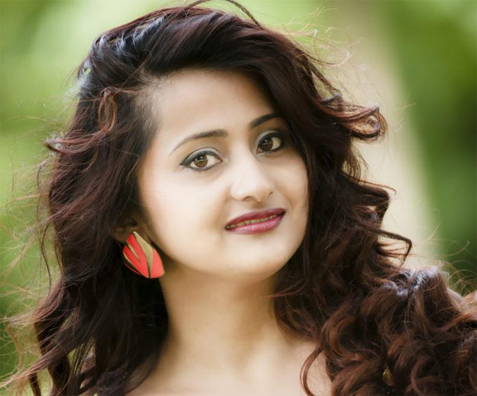 Rosy Oli Miss UK Nepal 2012 1